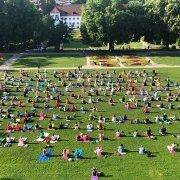 AZ Yoga Sommer im Kemptener Hofgarten mit dem Ananda Yoga Haus Team
